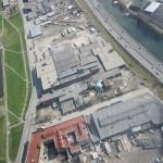 Vue aerienne: le 3700 Saint-Patrick estau centre de l'image. Le Canal-de-Lachine est à gauche, l'autoroute 15 et le Canal de l'Aqueduc sont à droite.